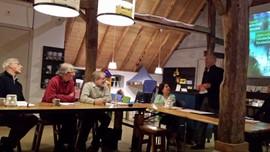 Erwin Akkerman RBT-KAN spreekt met deelnemers verhalenproject Erfgoedstudiehuis feb 2015