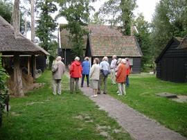 De Oudheidkundige Vereniging Ermelo bezoekt de Mariahoeve tijdens een verenigingsactiviteit op 1 september 2008