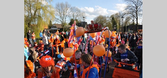Koninginnedag optocht in Hattem 2013. Thema: 'Hollands Glorie'
