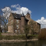 Kasteel Waardenburg (5 april 2015) © Johan Bakker via Wikimedia Commons cc-by-sa