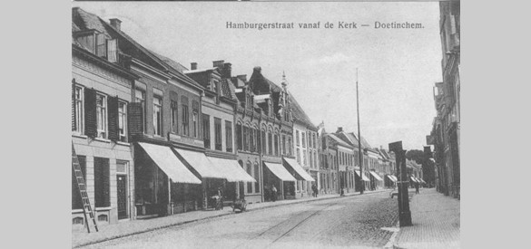 Hamburgerstraat met waterpomp