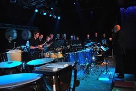 Percussiegroep Volharding Beek treedt op in de Dru