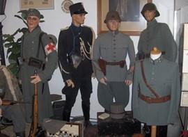 Soldatenpoppen in het Maas en Waals Museum 1939-1945